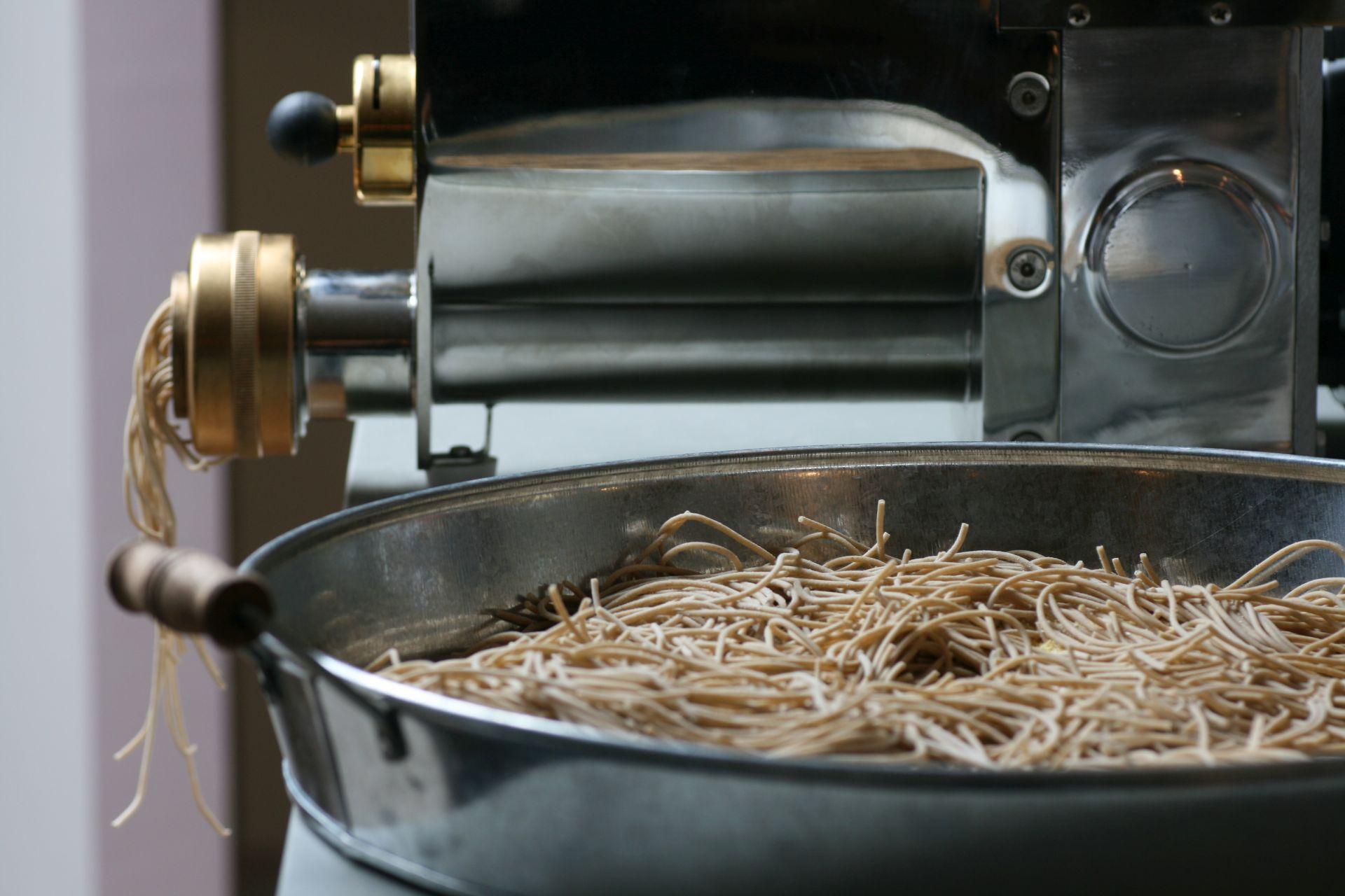 Pesto, Pasta, Basilikum, Pistanzie, rote Beete, Petersilie, Parmesan, Olivenöl, Italien, Häussler, Pasta
