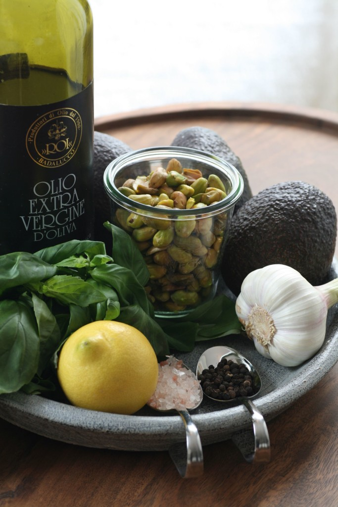 Pesto, Pasta, Basilikum, Pistanzie, rote Beete, Petersilie, Parmesan, Olivenöl, Italien, Paleo, Buchweizen