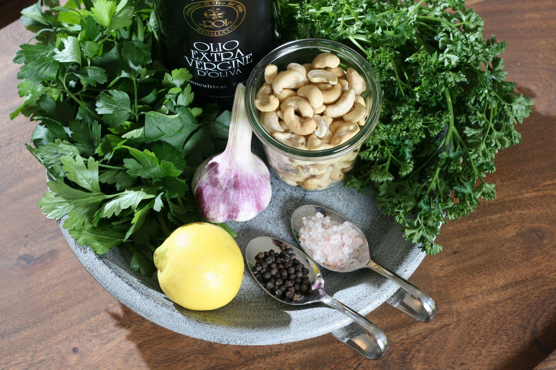 1 Pesto, Pasta, Basilikum, Pistanzie, rote Beete, Petersilie, Parmesan, Olivenöl, Italien, Paleo, Buchweizen