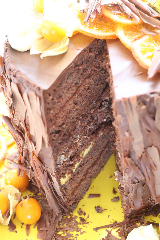 Schoko Torte mit Safran und Orange