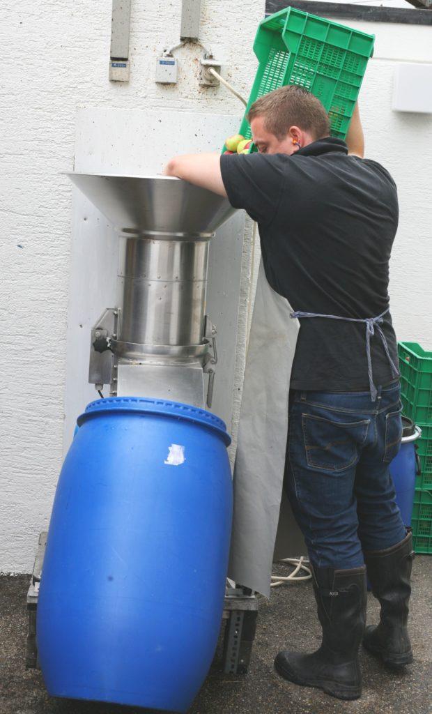 Destillerie Kohler_Brenner_bei_der_arbeit2