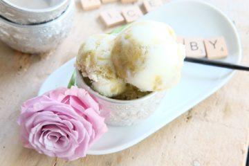 Joghurt-Rhabarber-Eis