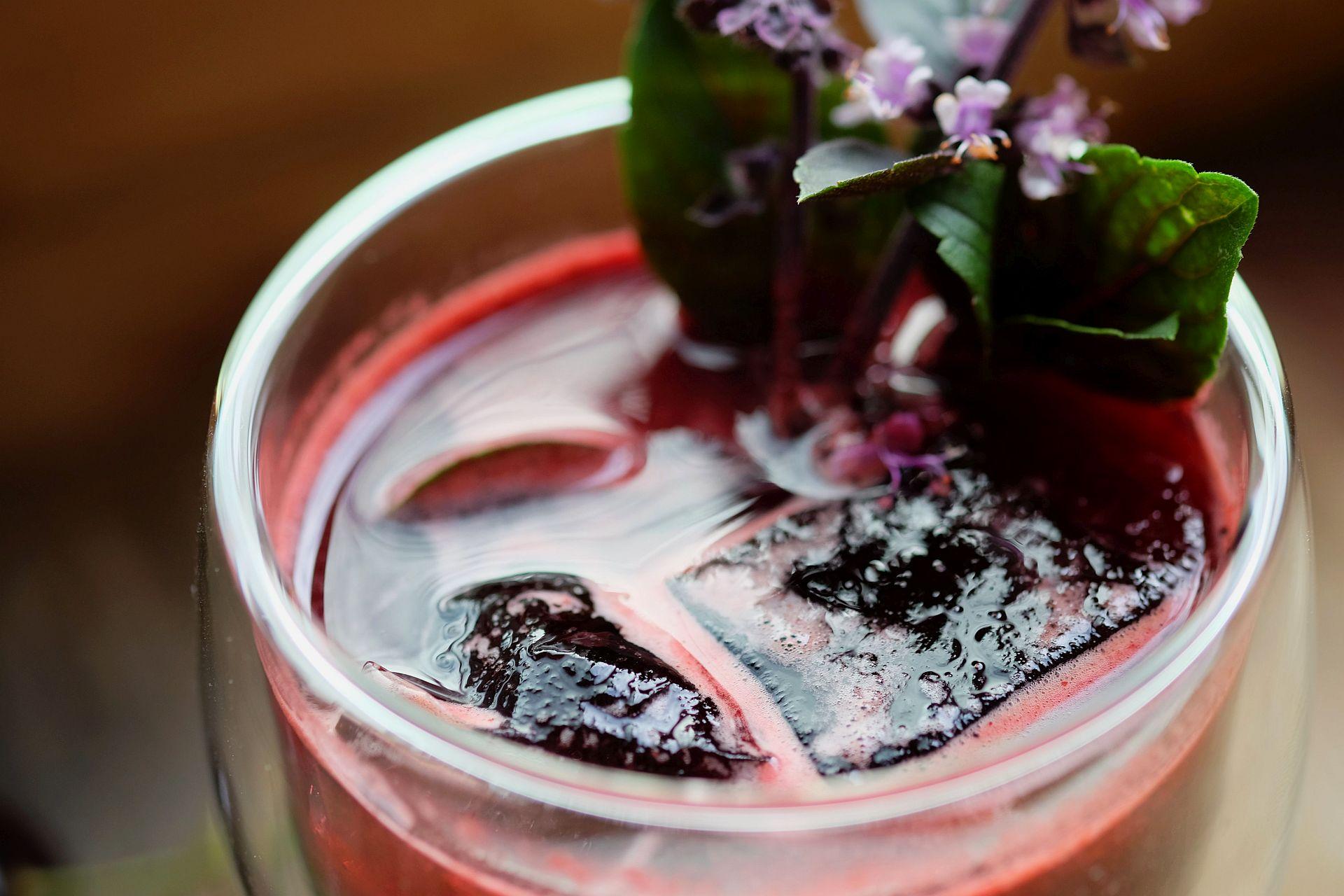 Rezept für eine Cherry-Basil-Smash