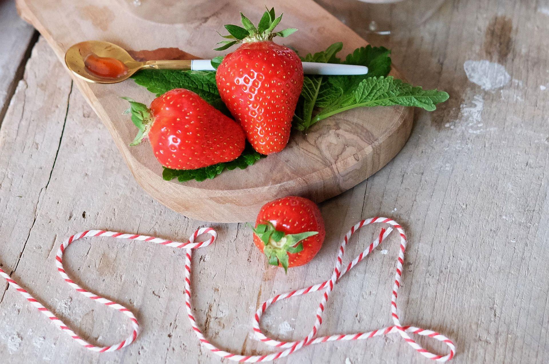 Erdbeeren mit Sahne und Quark