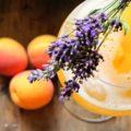Aprikosen-Lavendel-Spritz und selbstgemachter Zuckersirup