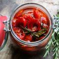 Eingemachte und confierte Tomaten