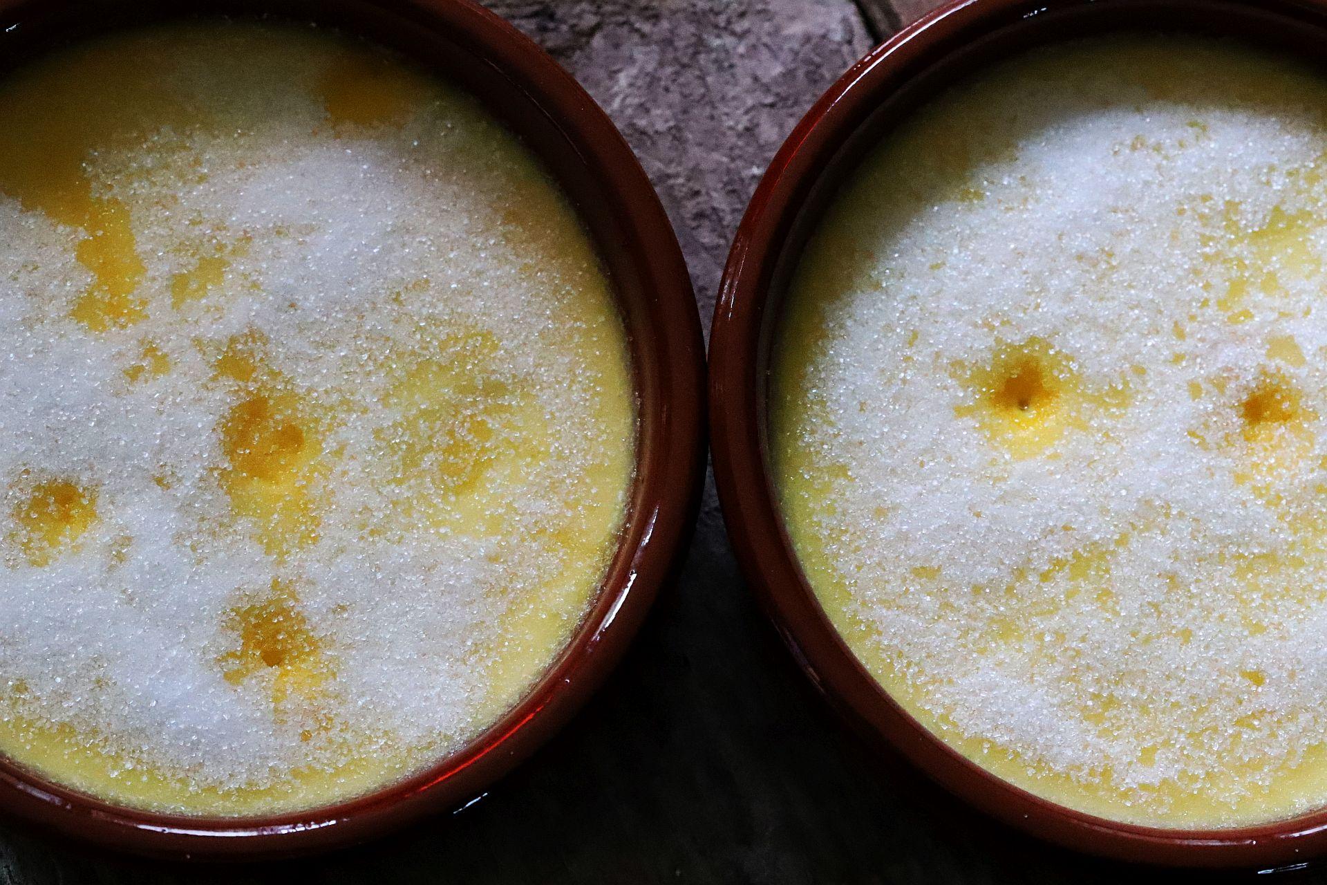 Ziegenkäse Crème brûlée mit Lavendel