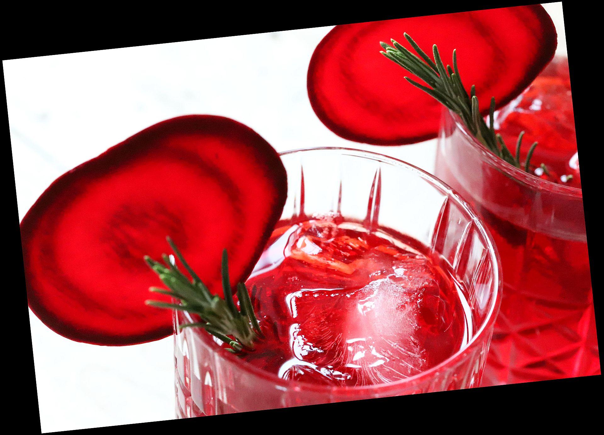 Rote Beete Gin Tonic