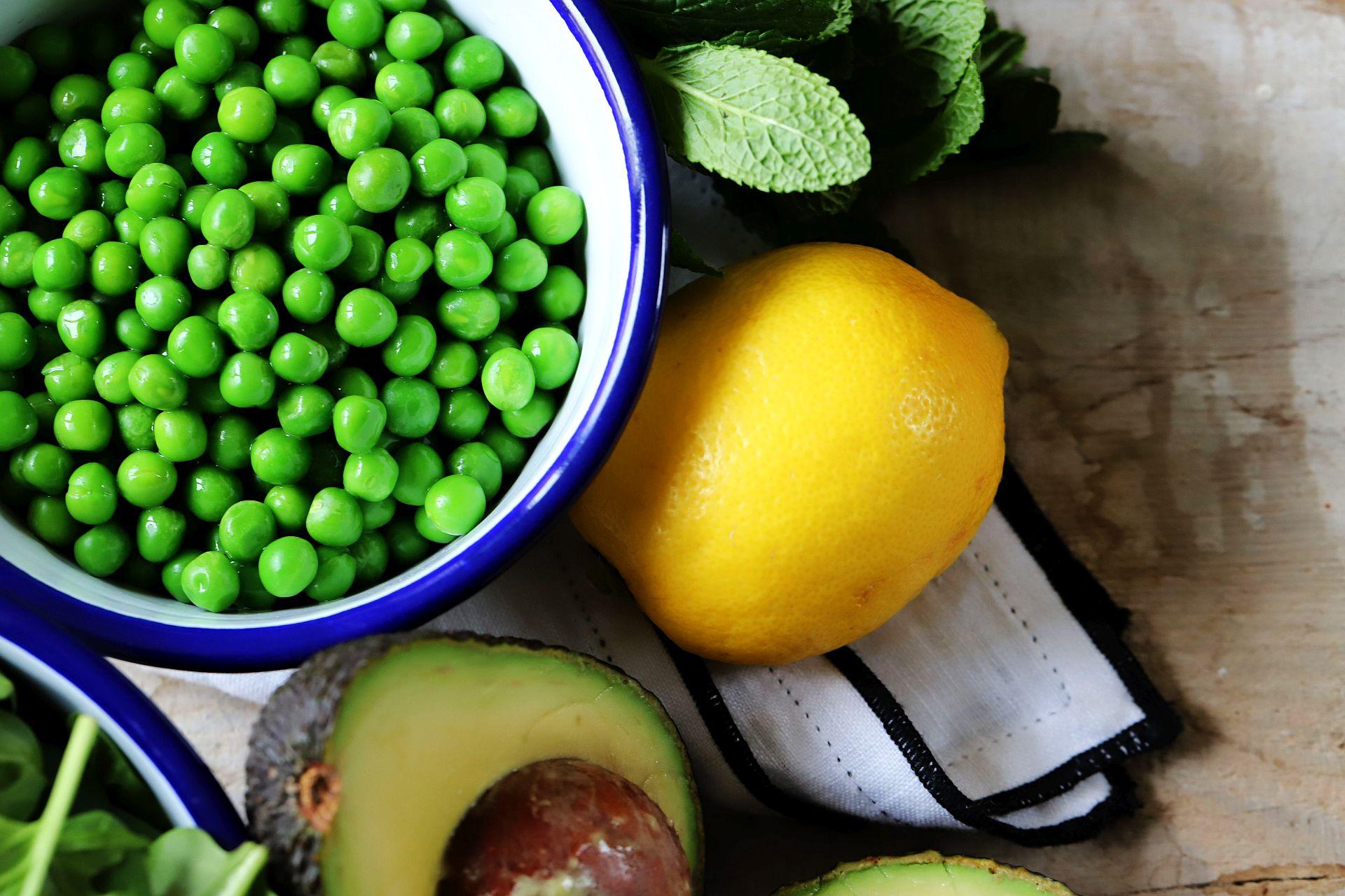 Avocado-Erbsen-Aufstrich mit Minze