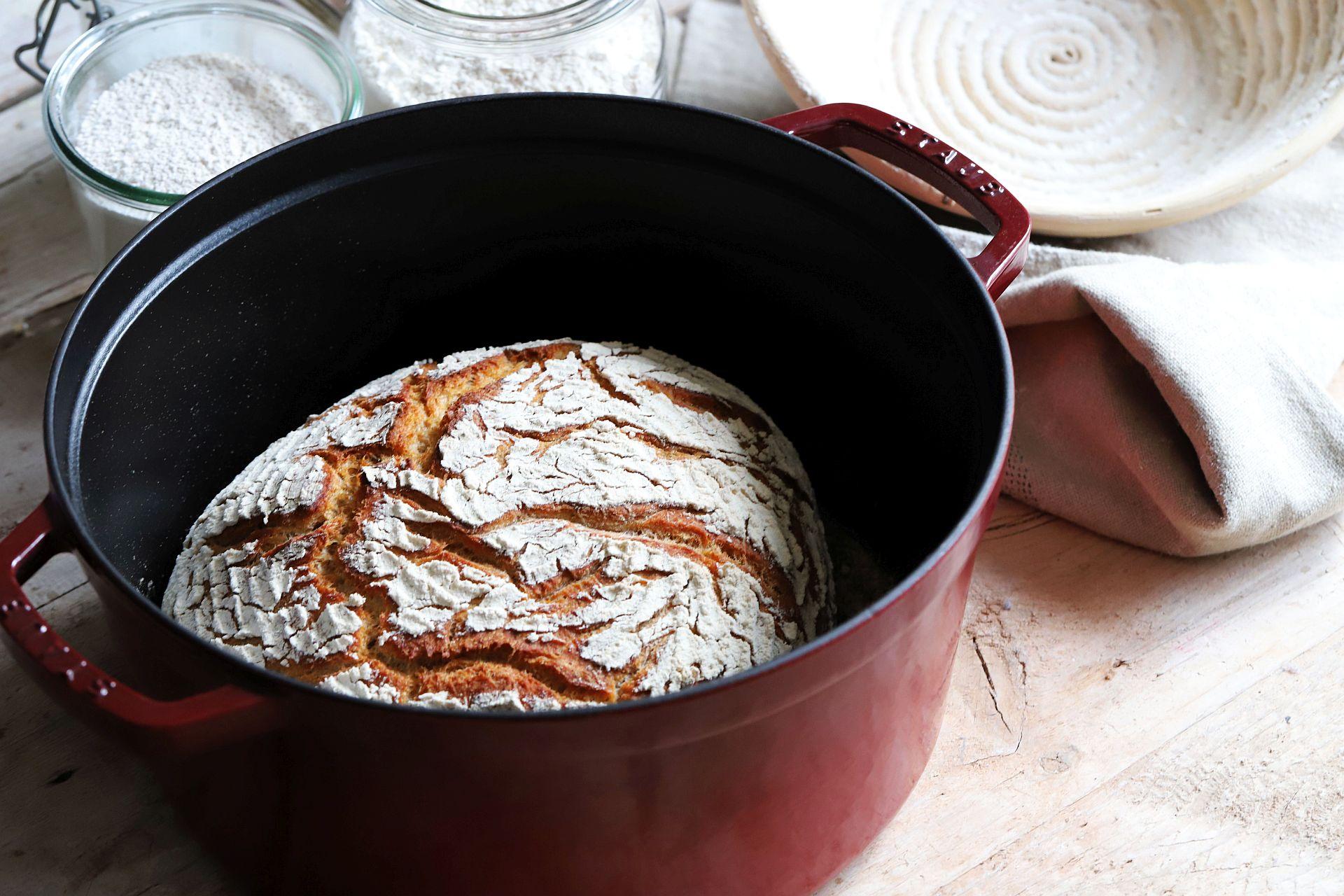 Dinkel-Mischbrot-Brot aus dem Topf