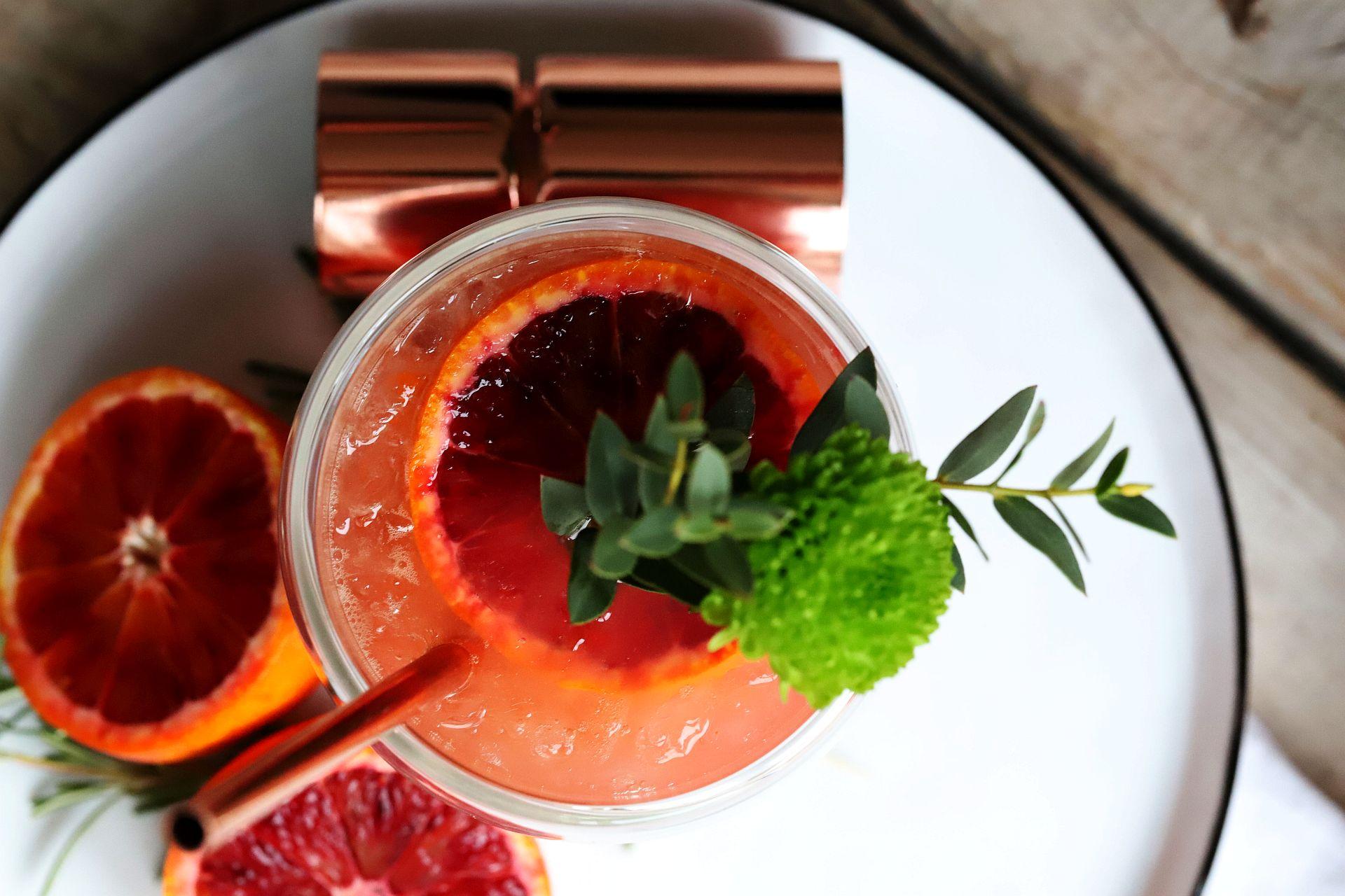 blutorangen gin tonic und 5 dinge die du bei gin tonic nicht tun solltest. Black Bedroom Furniture Sets. Home Design Ideas