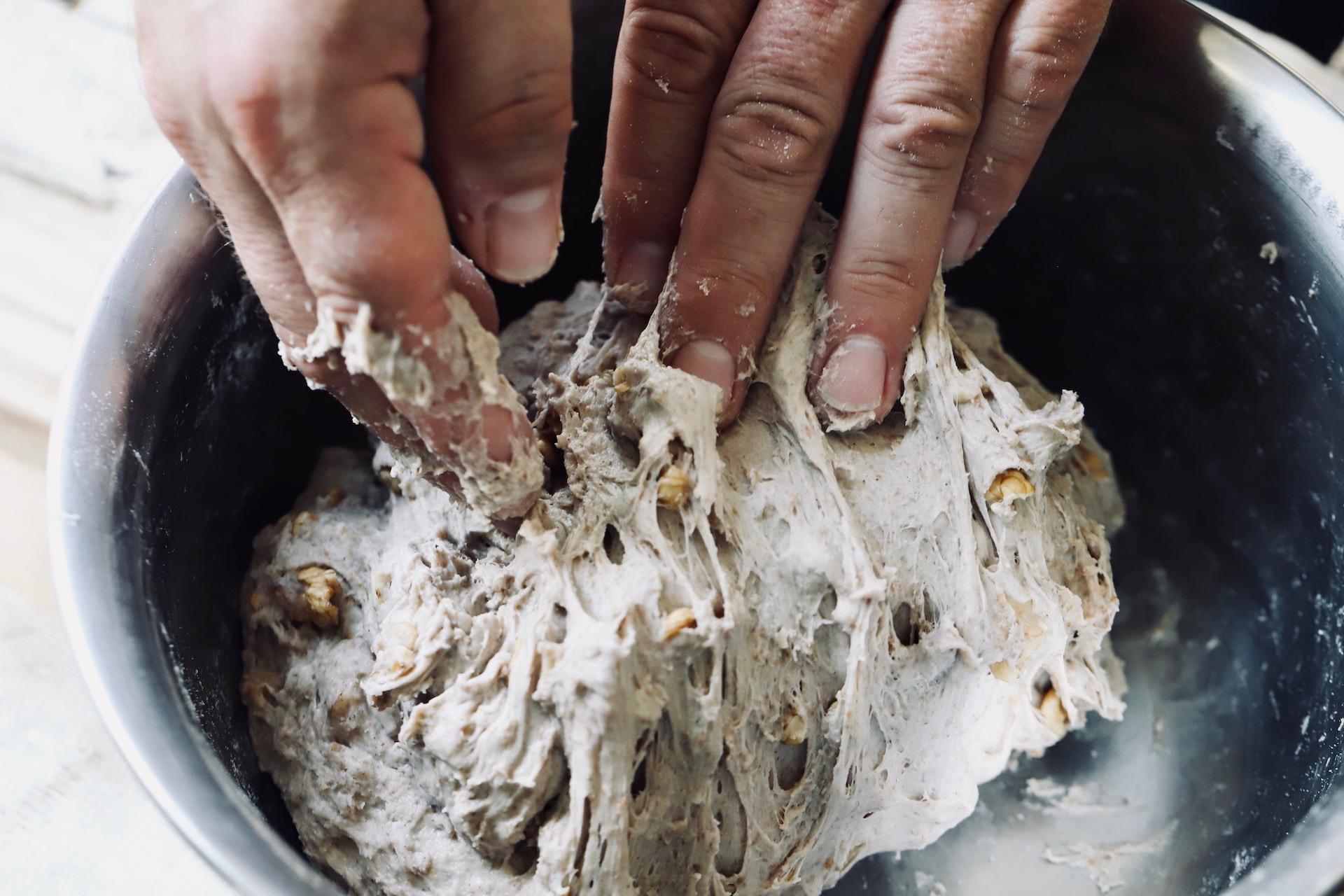 Nussbrot mit Sauerteig und Walnüssen