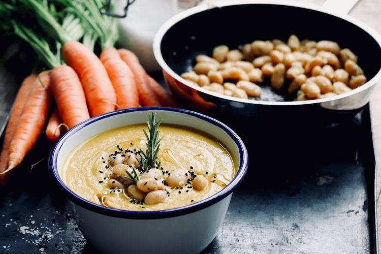 Pikante rote Linsen Suppe