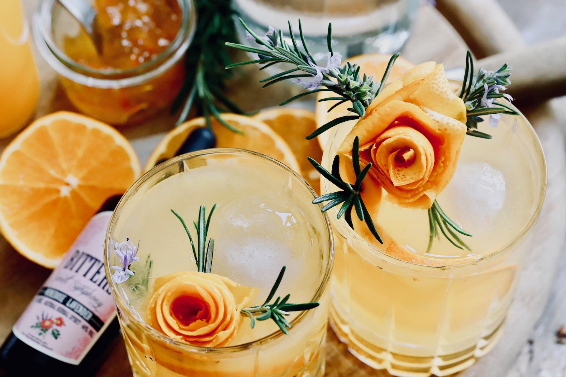 Orange hoch Drei mit Cocktail Bitter