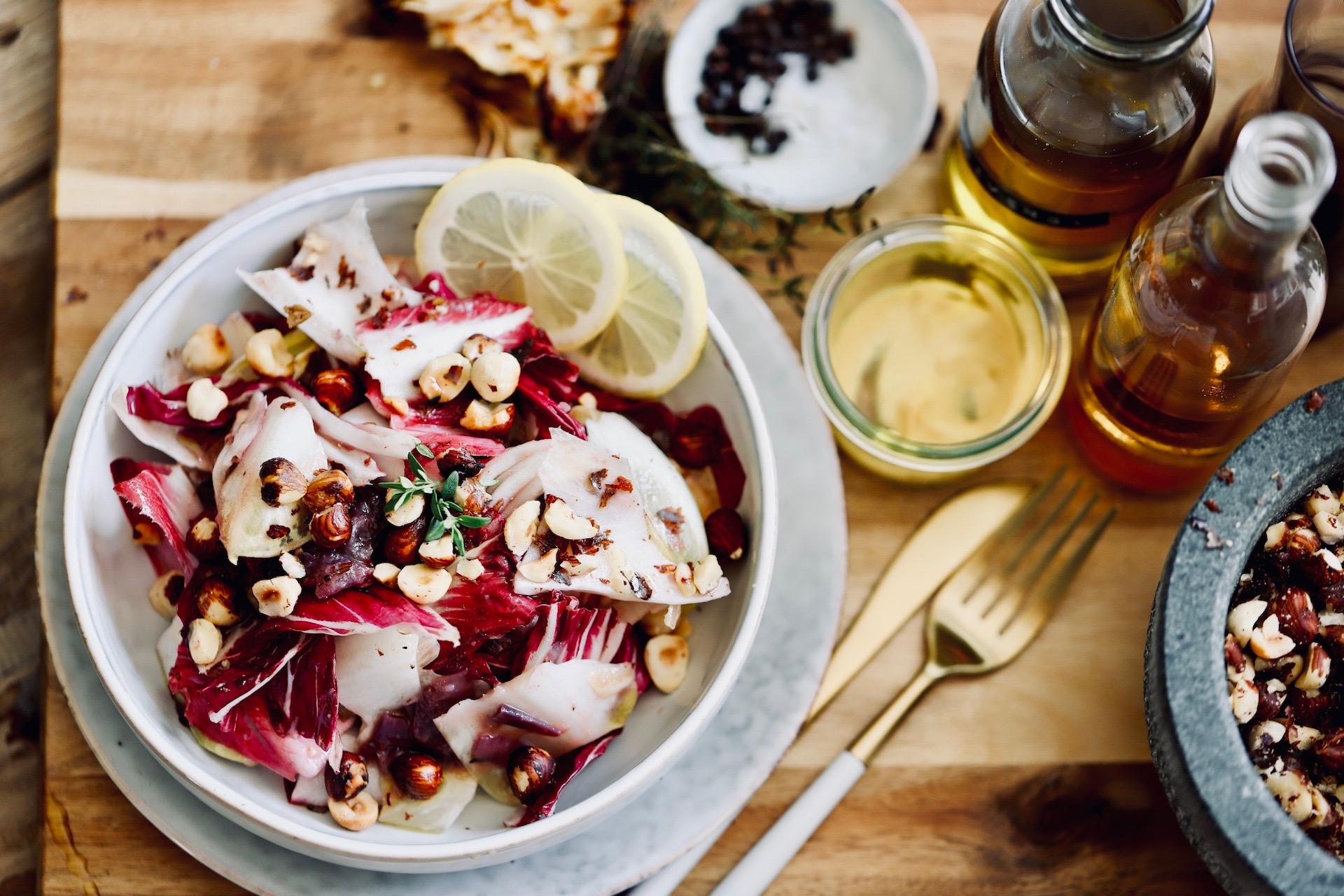 Radicchio Salat mit Haselnüssen