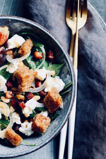 Spinat Salat mit Speck und Pinienkerne